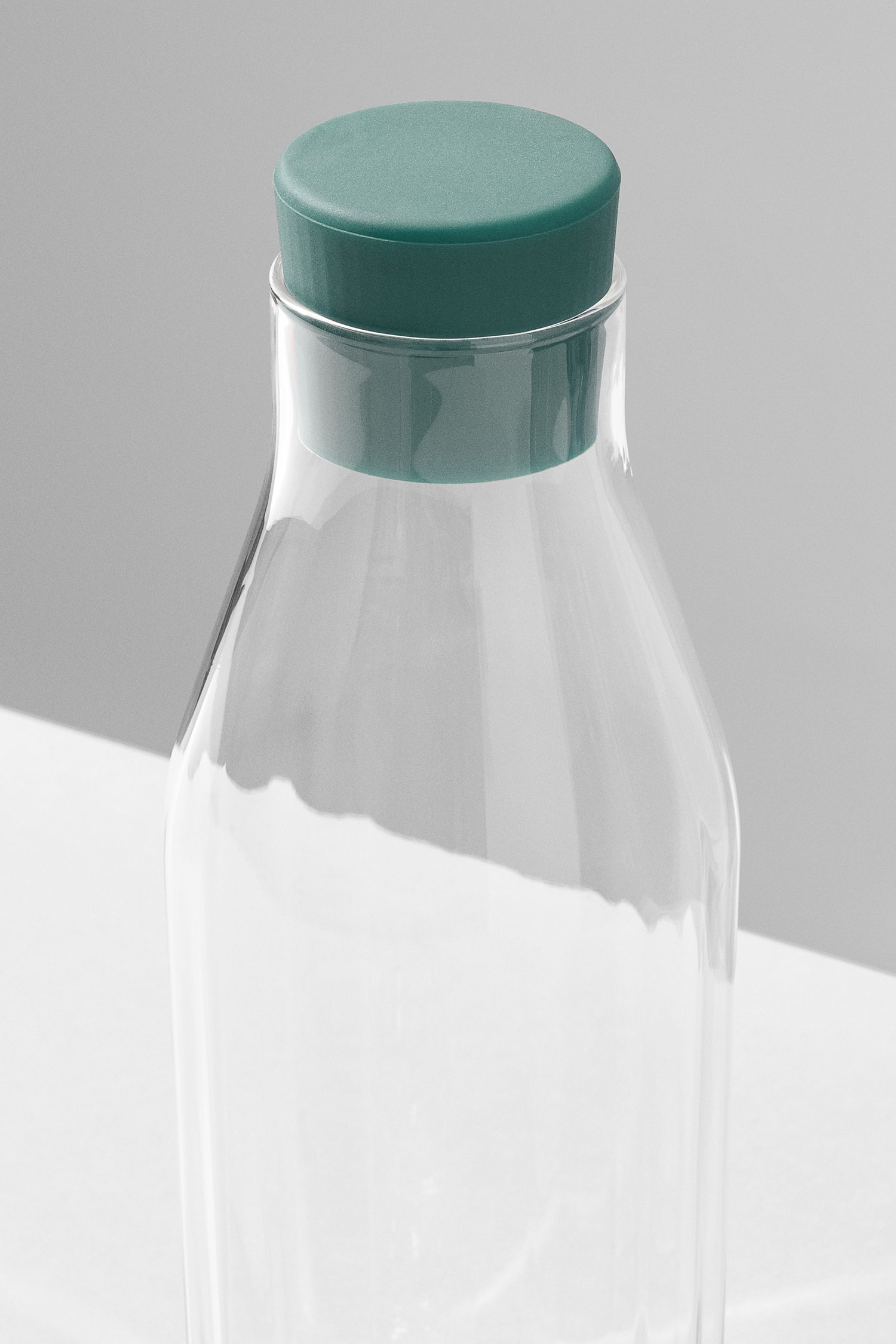 Perspective view of the top of the Rivington Glassware carafe showing the facets, green stopper.