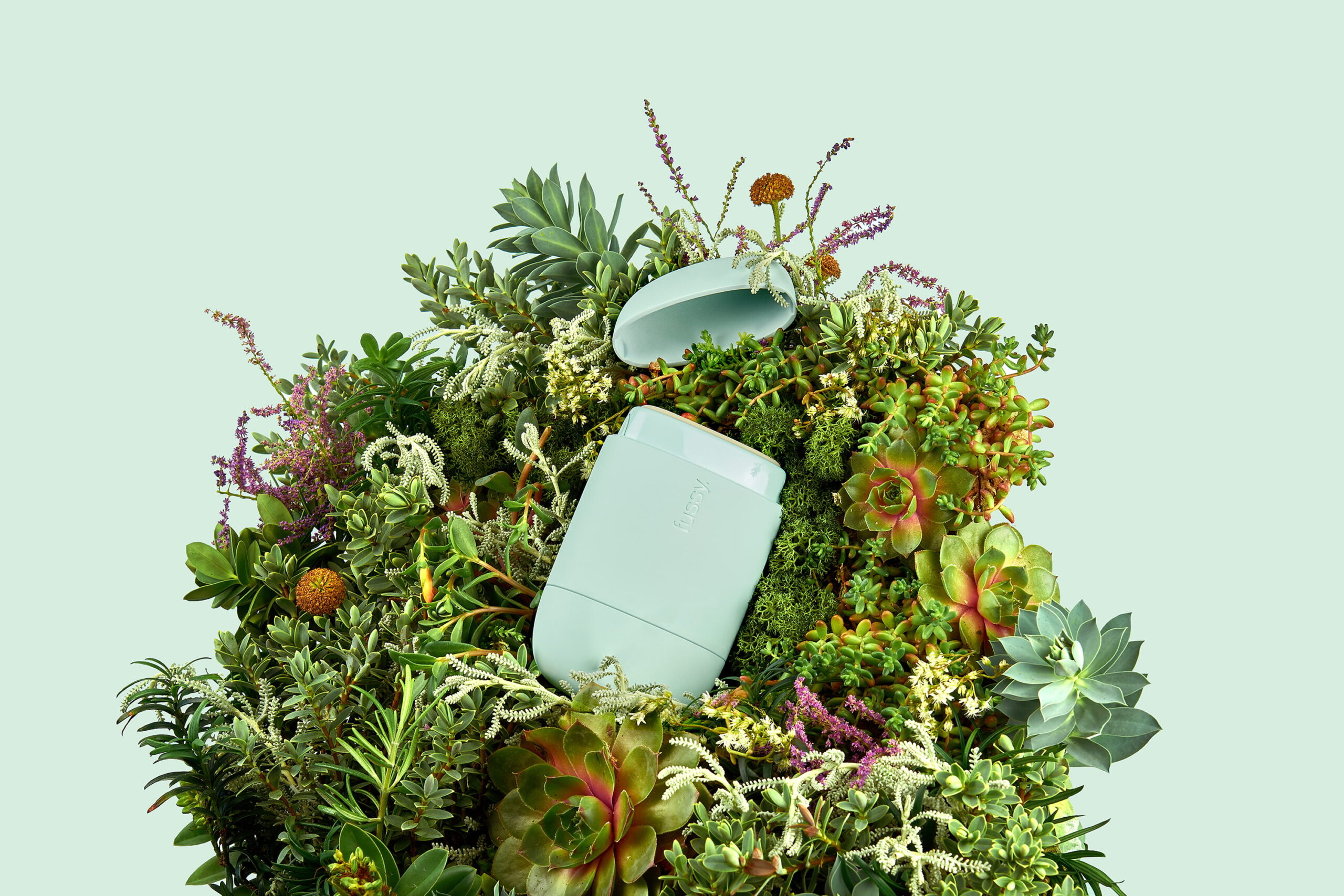 Blond-Design-Agency-Cosmetics-Packaging-Sustainable-Eco-Deodorant-Flowers-Blue-Landscape